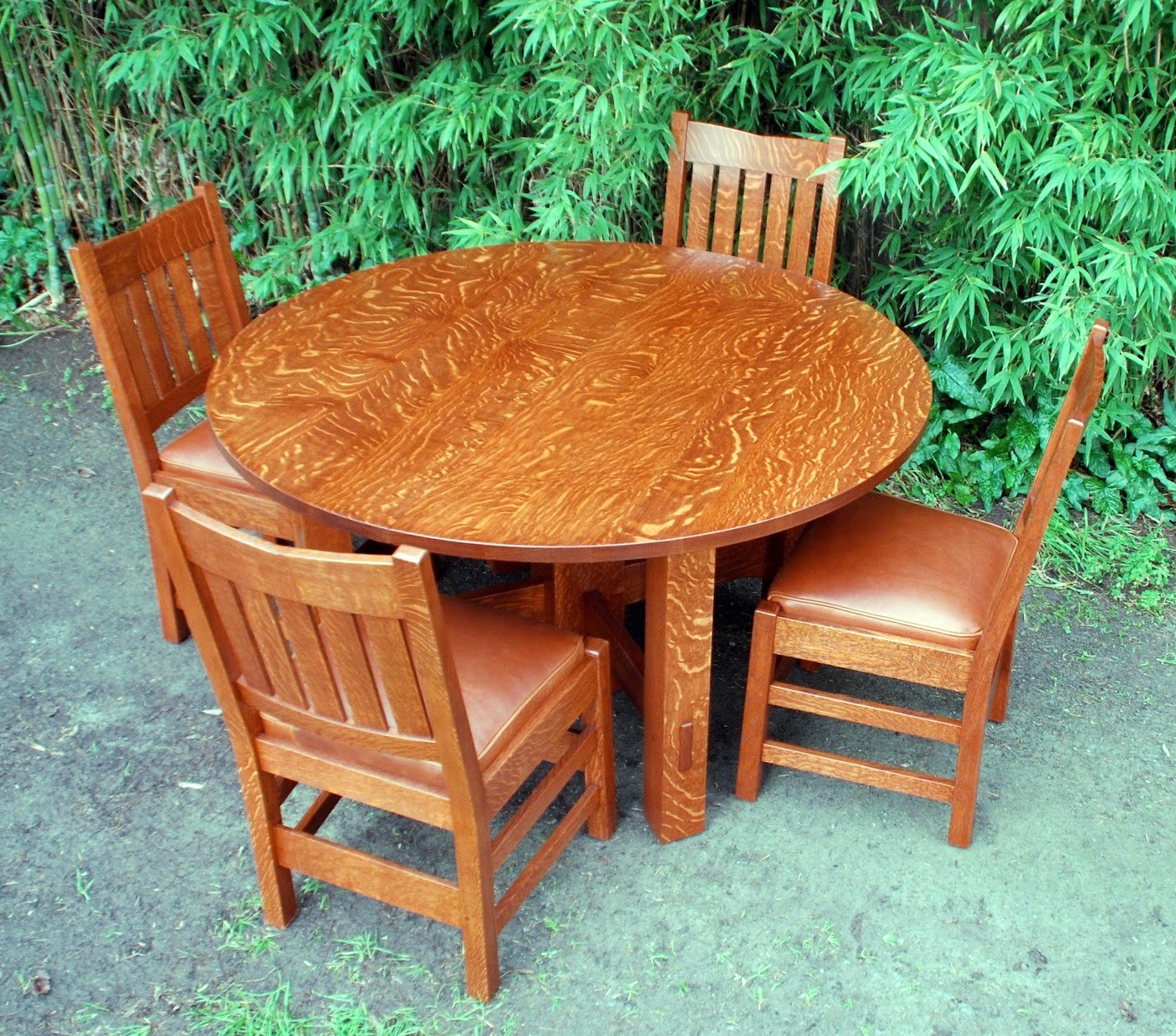 Shown with four Voorhees Craftsman Workshops Gustav Stickley inspired   v back  dining chairs. Voorhees Craftsman Mission Oak Furniture   Gustav Stickley Oak