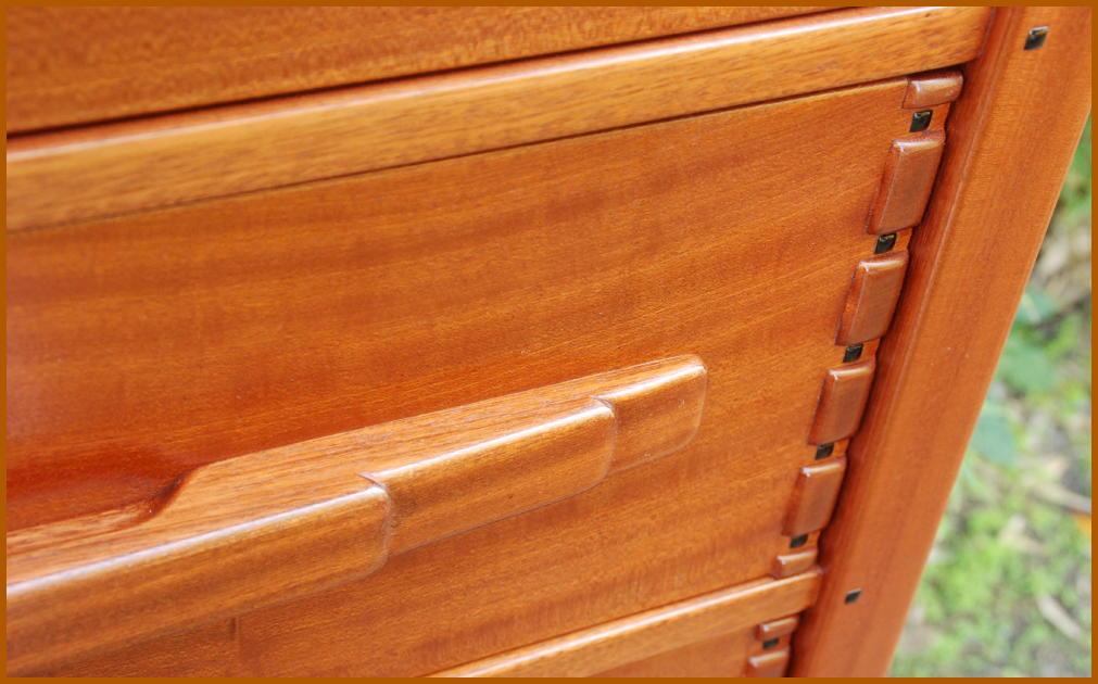 Voorhees craftsman mission oak furniture greene greene for Greene and greene inspired furniture