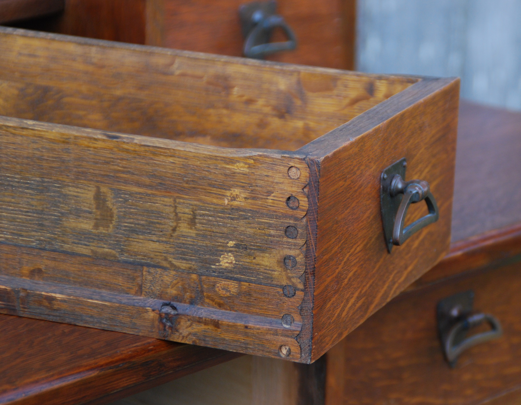 major furniture manufacturers. drawer construction detail early machine dovetail joinery not a typical made joint major furniture manufacturers