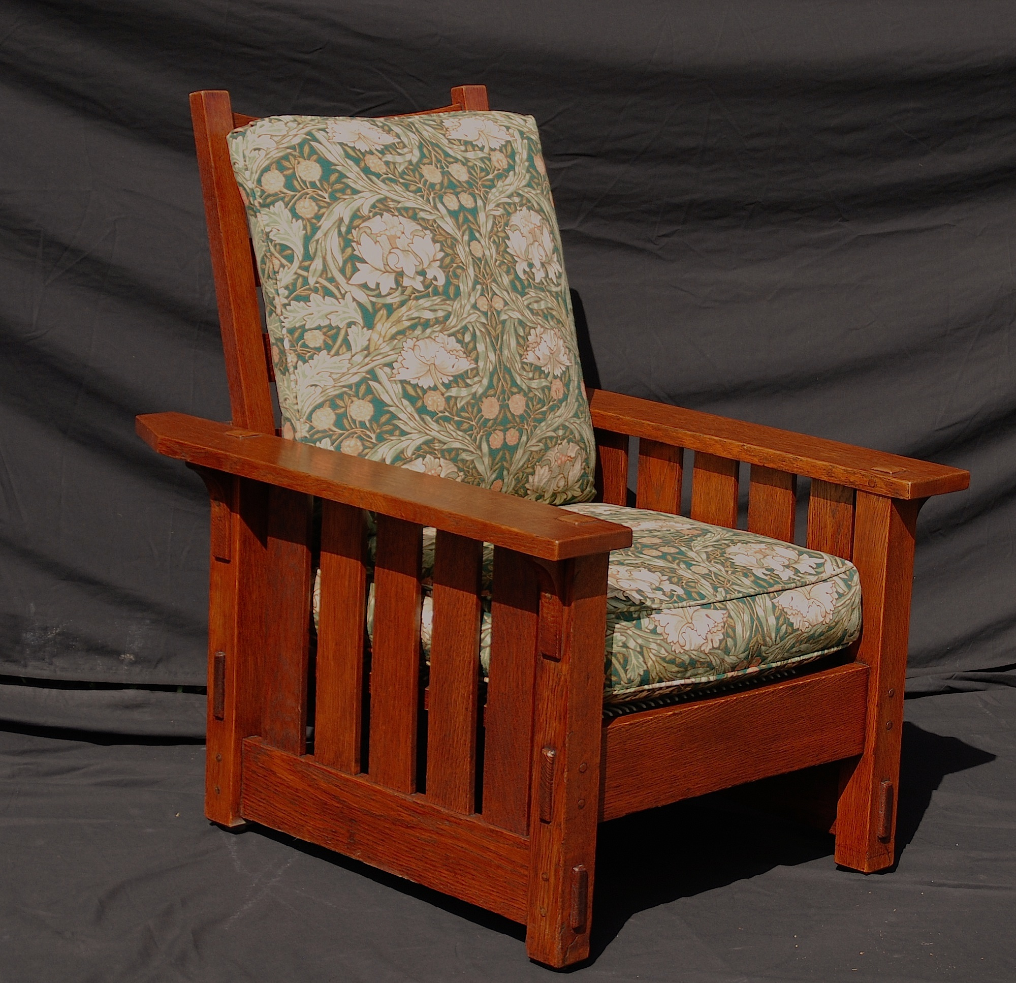 Antique stickley morris chair - Oblique View Of Opposite Side
