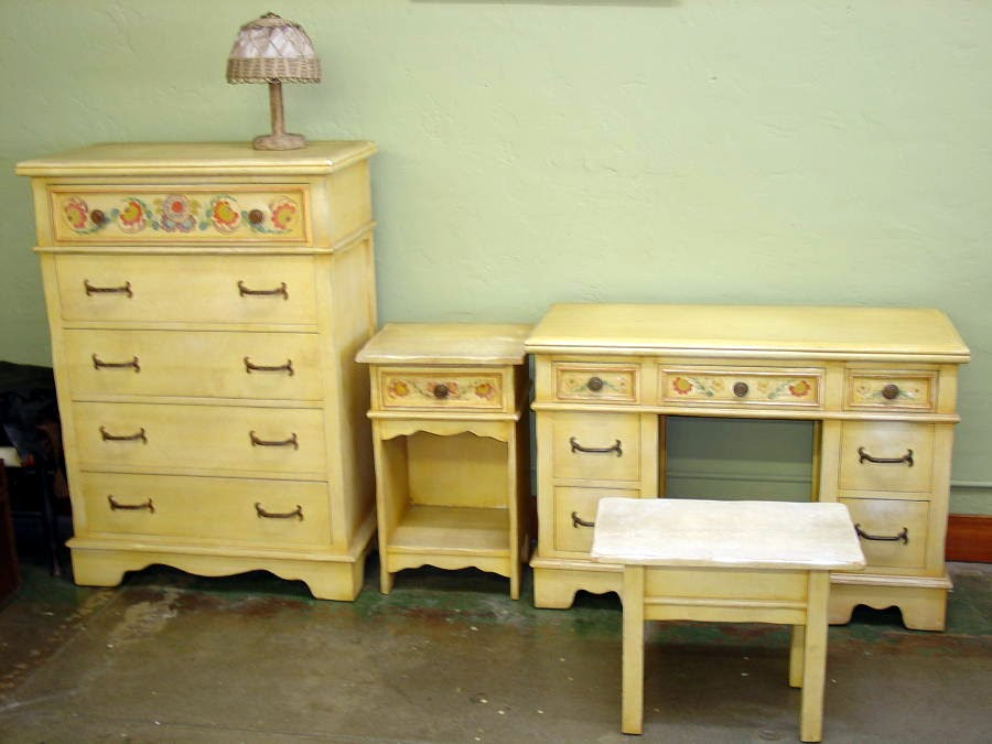 Monterey Furniture Co. 4 Piece Bedroom Set.