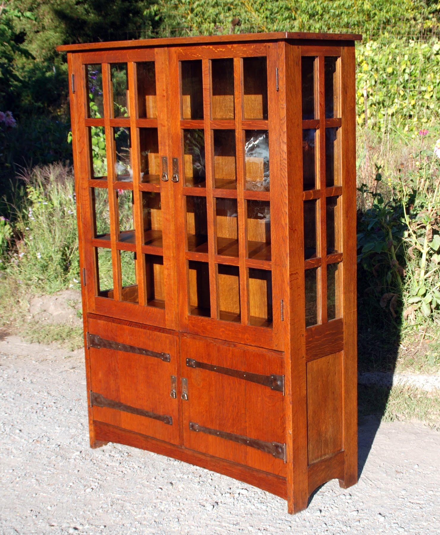 Voorhees Craftsman Mission Oak Furniture - Large L.