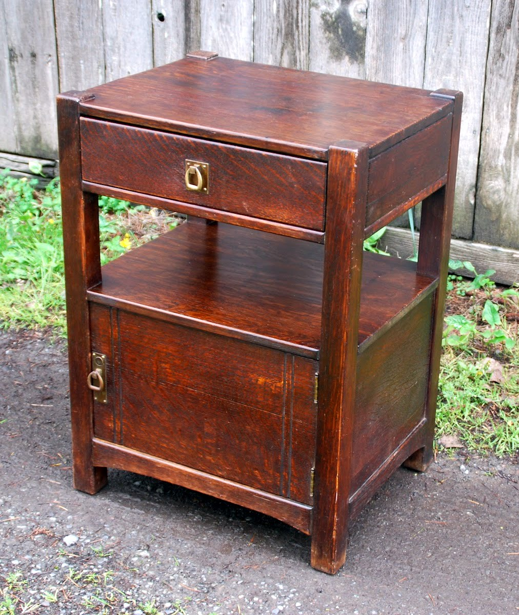 Period Limbert style oak safe, excellent as nightstand. Circa 1912 - Voorhees Craftsman Mission Oak Furniture - Period Limbert Style