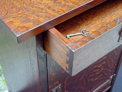 Detail dovetail drawer construction.
