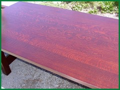 Image of table top showing the excellent hand-selected quarter-sawn white oak wood grain.