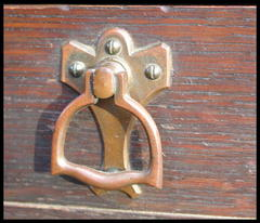Close-Up Drawer Pull