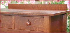 Detail of the authentic turned wooden handle and the excellent hand-selected quarter-sawn oak grain.