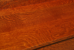 Detail of the excellent solid hand-selected fine quarter-sawn white oak top.