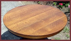 View of the excellent quarter-sawn oak top with very good ray flake or tiger stripe grain.