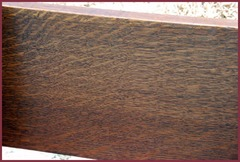 Close-up of the quarter-sawn oak grain on the front of the back crest rail.